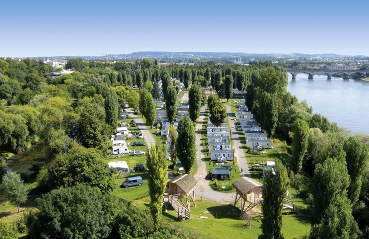 luxusbaumhaus in camp maisons laffitte paris frankreich glamping glampings glampings. Black Bedroom Furniture Sets. Home Design Ideas